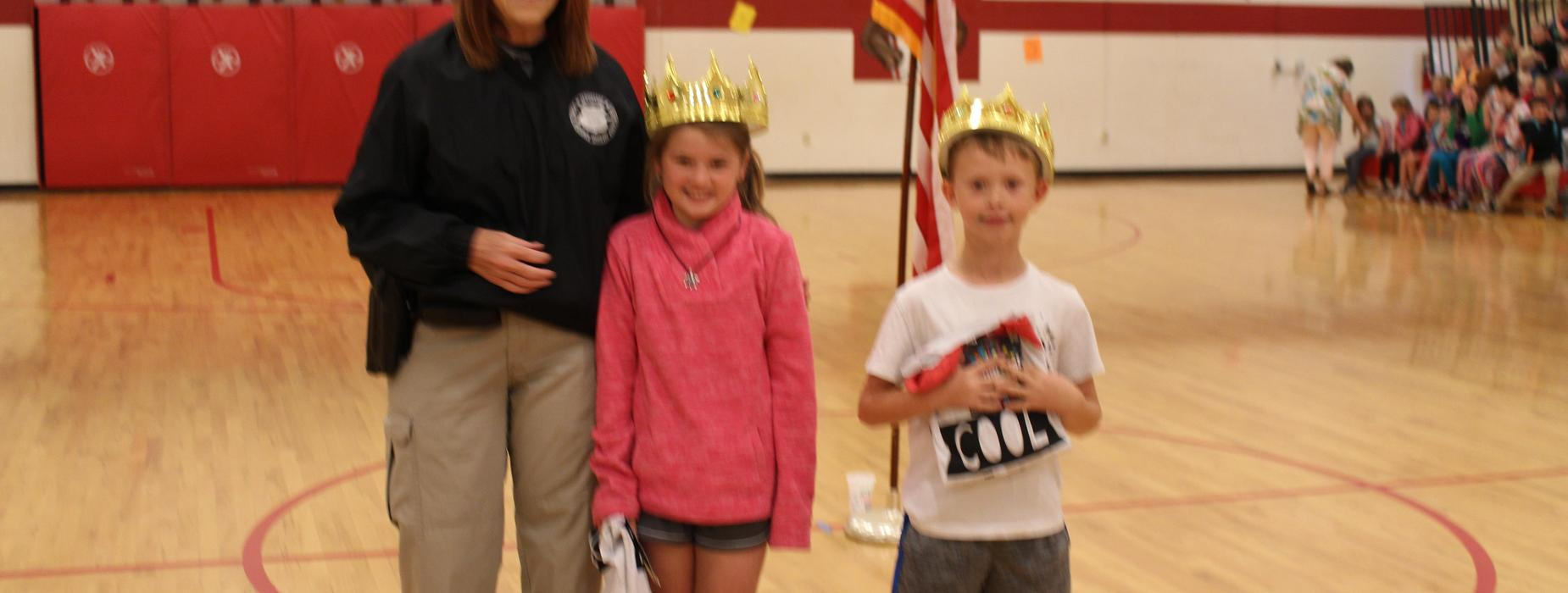 Picture of Officer Laura Perrian with King and Queen of Kindness recipients