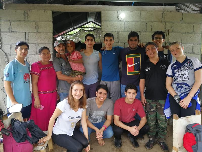 SET Student Volunteers Take on Two Service Trips Featured Photo
