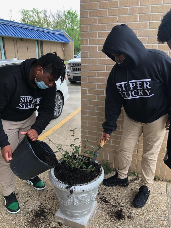 Sophomores join in to beautify WSJH's front campus planters