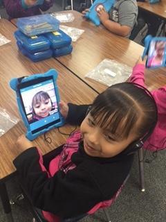 Student using ipad app