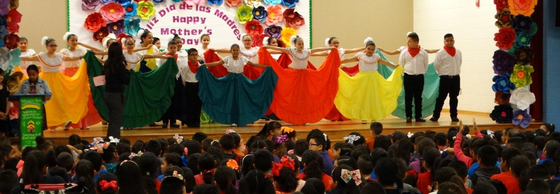 Folklorico group at end of performance