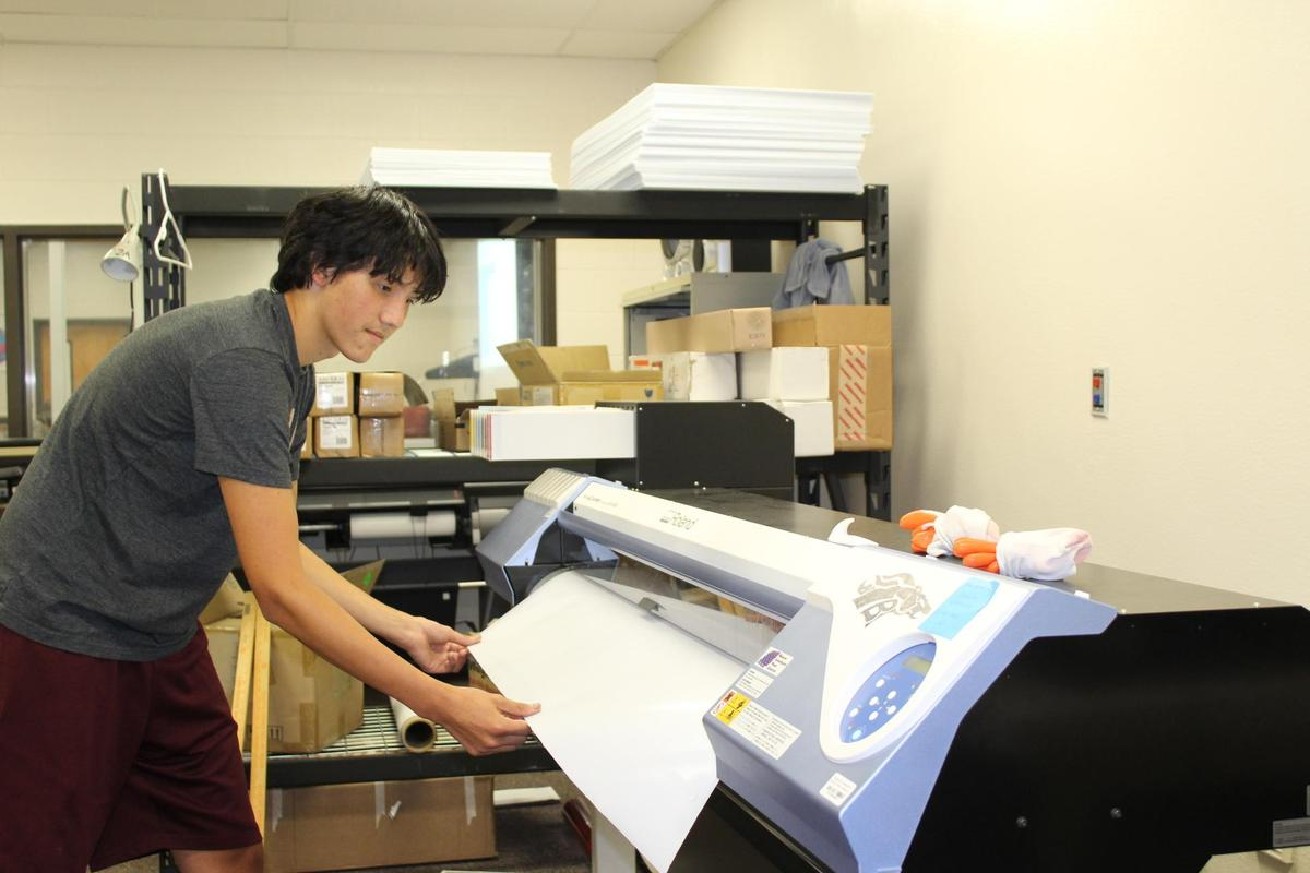 Vinyl printer (Fatheads, perforated, outdoor banners)