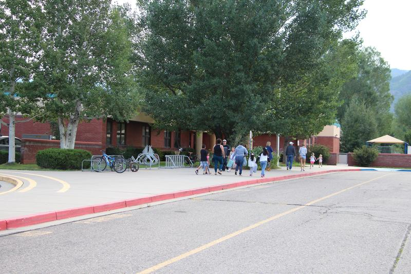 Image of families visiting a school campus.