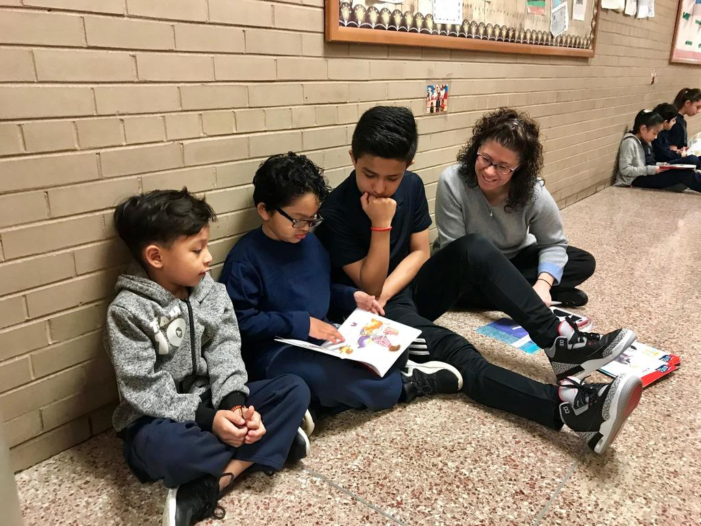 teacher with students reading