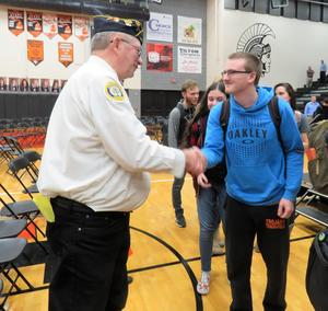 TKHS students take a minute and thank veterans before heading back to class.