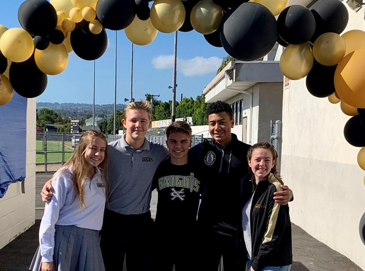 Students with Grad Balloon Arch_crop