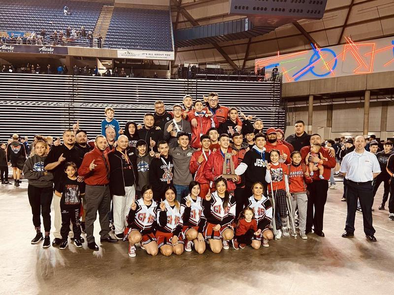 photo of wrestling team together