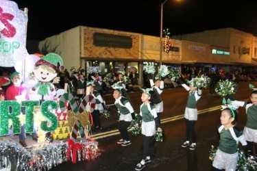 Hornet Cheerleaders at San Benito Christmas Parade
