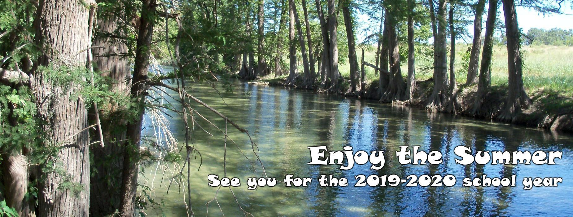 Photo of the Sabinal River with caption to enjoy the summer