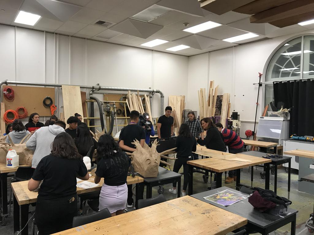 LAHSA Construction Class Tools Students Telemundo Visit