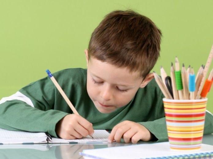 Razones por las que NO debemos ayudarles a nuestros hijos con la tarea. Thumbnail Image