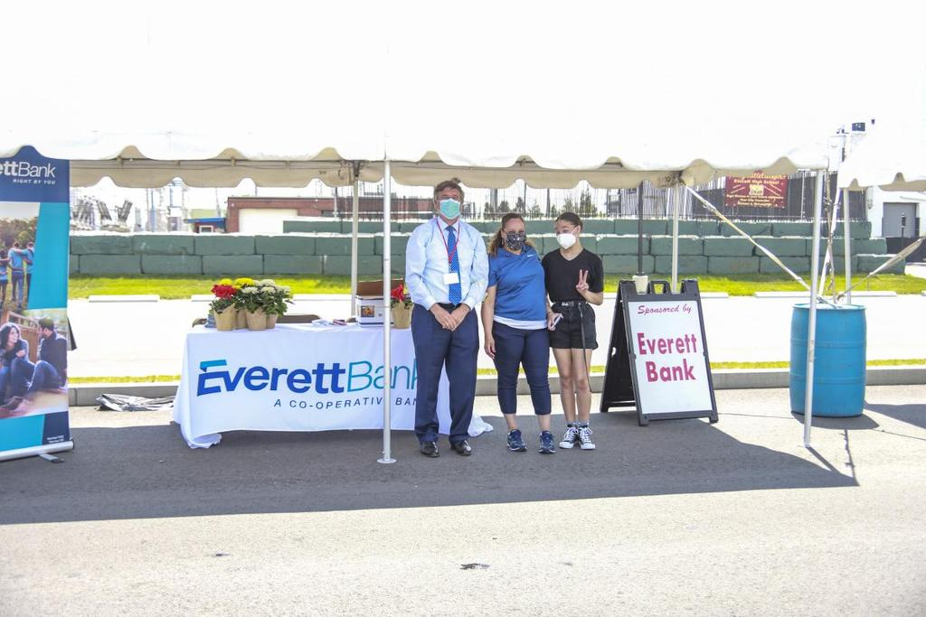 Executives and volunteers from Everett Bank