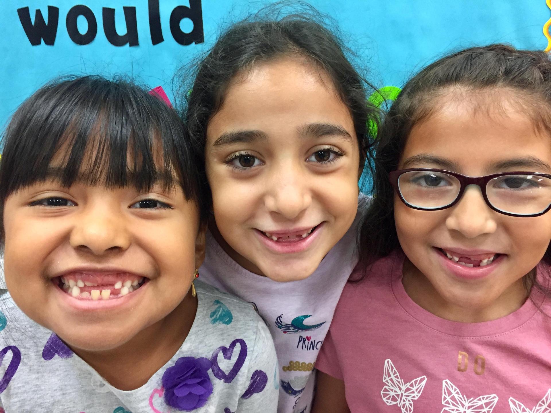 girls missing teeth