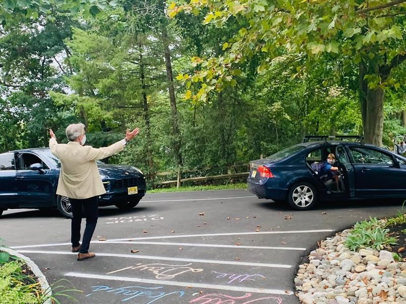 Head of School Paul Lindenmaier Welcomes Students on the 1st Day of School