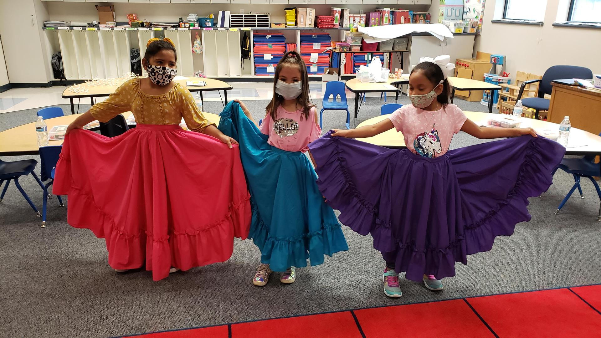 students learning Folkloric dance
