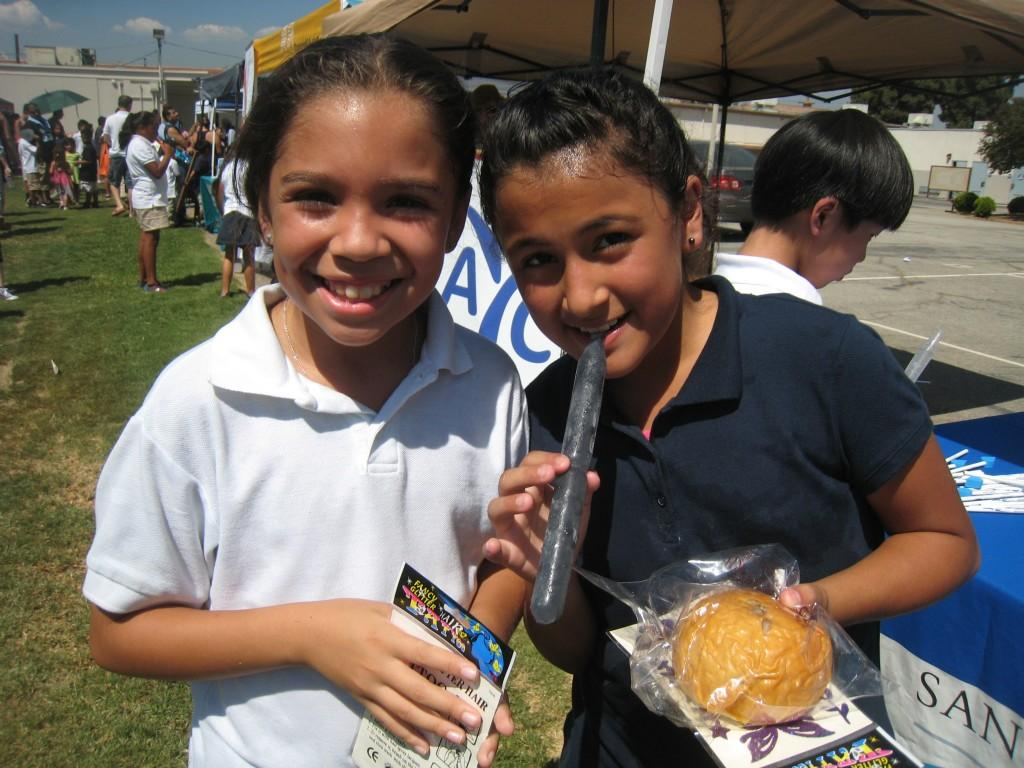 Marguerita students having snacks during the PTA/ASB Community Building Picnic