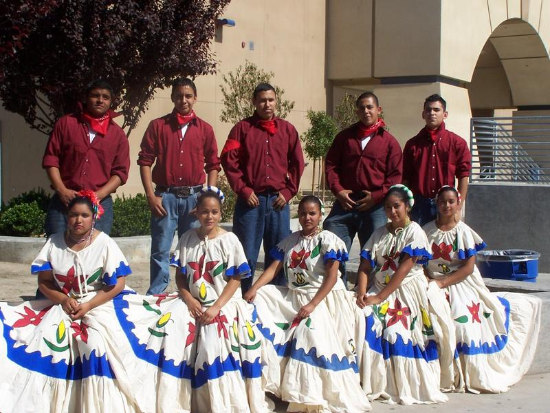 Golden Valley Folklorico Club from 2014