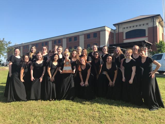 Choir with Sweepstakes Trophy