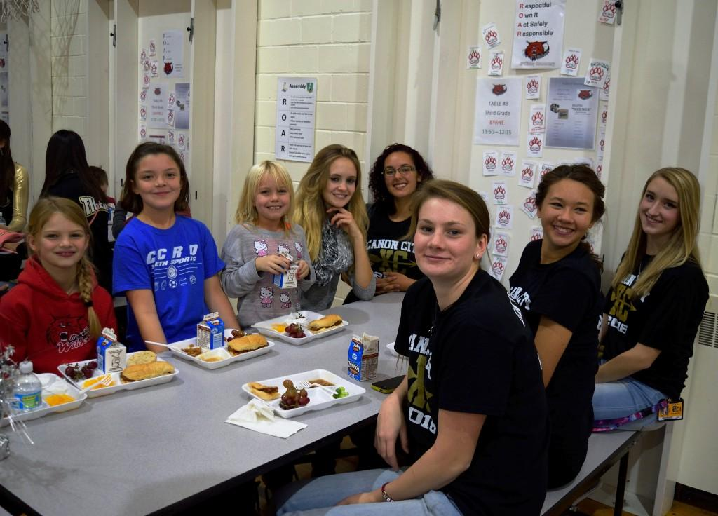 CCHS students eating lunch with McKinley students 2