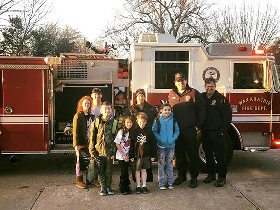 Wilemon Elementary students pose with firefighters and firetruck